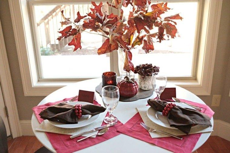 centros mesa originales ideas mantel rosa hojas secas otoño