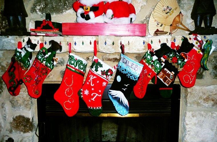 chimenea decorada medias navidad