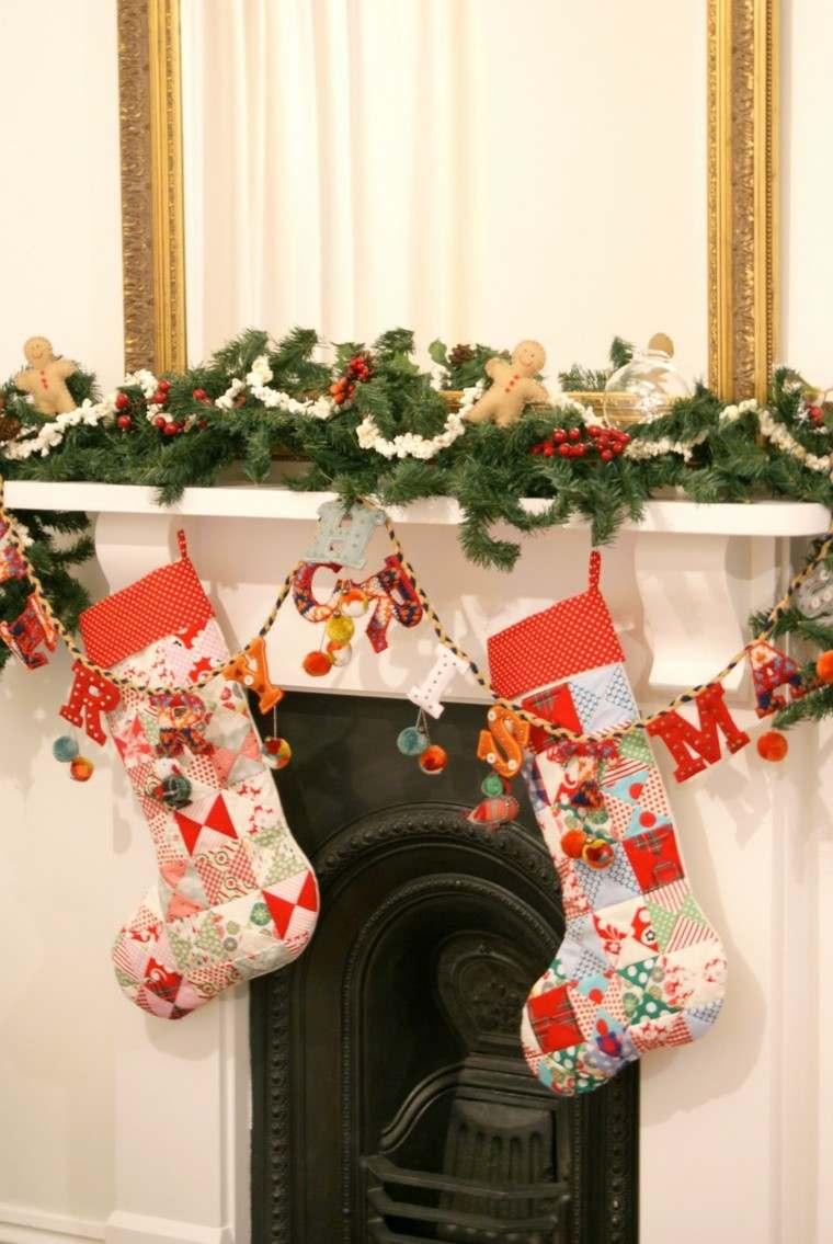 chimenea decorada medias colgando