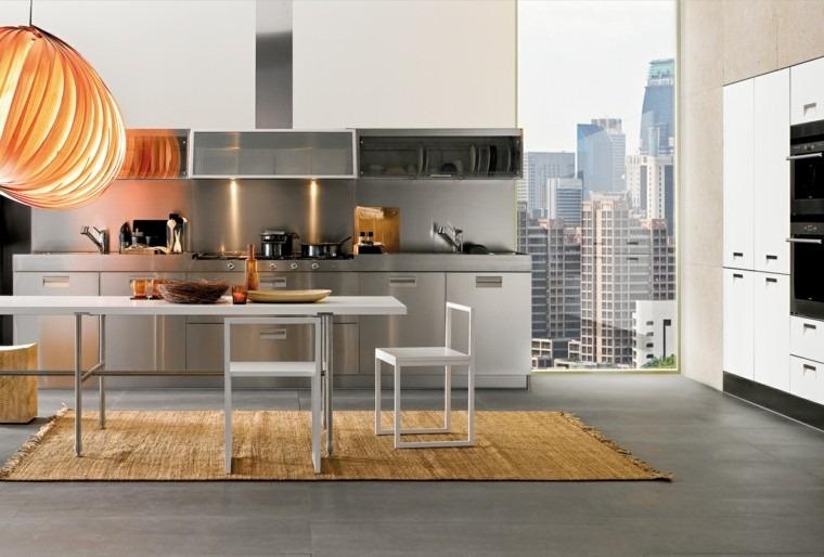cocina pared acero luminosa mesa sillas blancas ideas