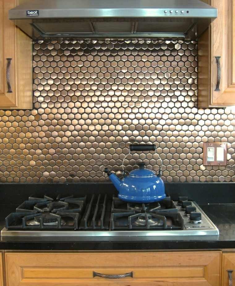 Decoracion de paredes rayas mosaico o acero en la cocina - Cocinas con mosaico ...