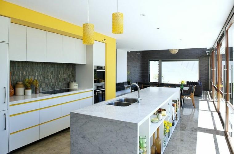 cocinas con isla estanteria madera amarillo moderna