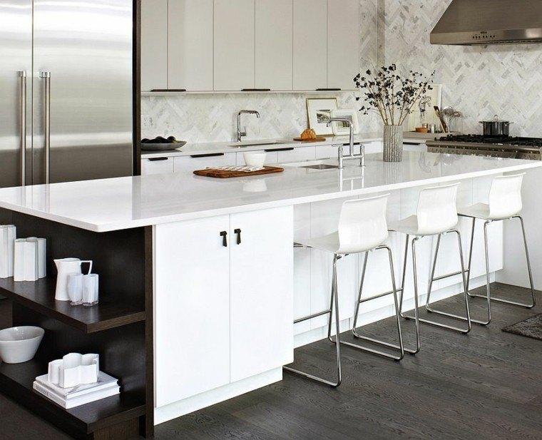 cocinas con isla estanteria vajilla blanca vidrio