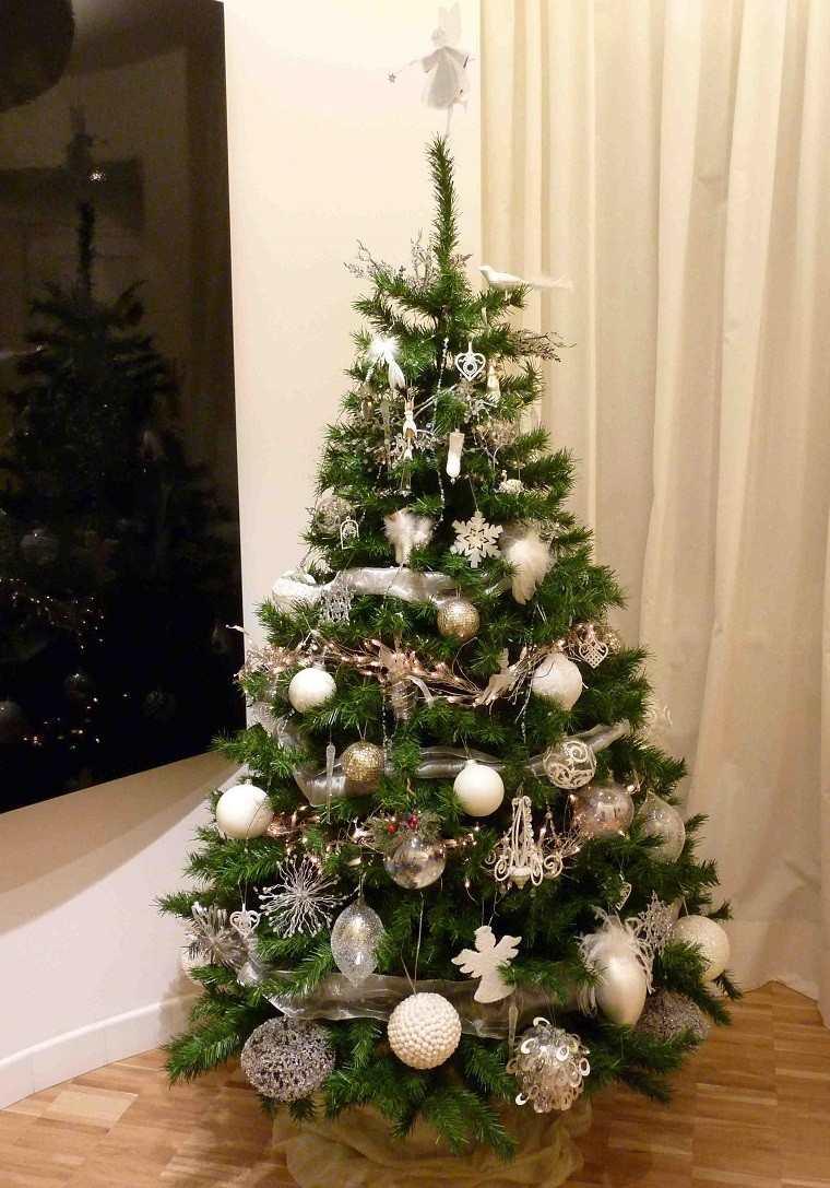Color blanco oro y plata ideas para los adornos navide os for Arbol de navidad pequeno