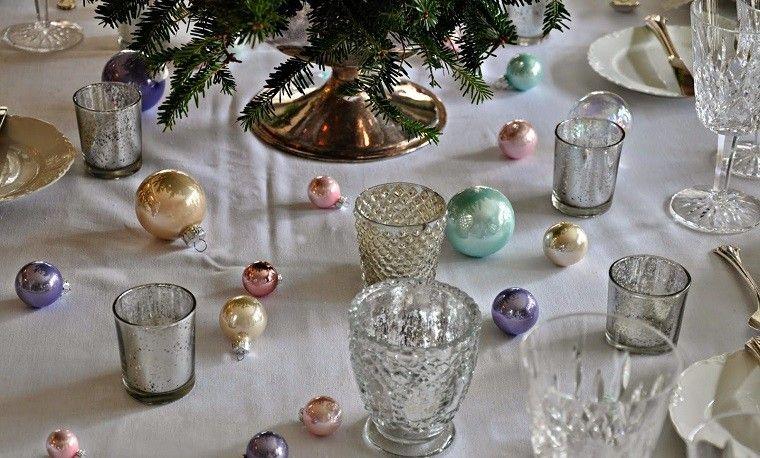 colores pastel navidad bolas exparcidas mesa comida navidad ideas