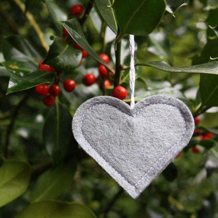 adorno corazon tela color gris