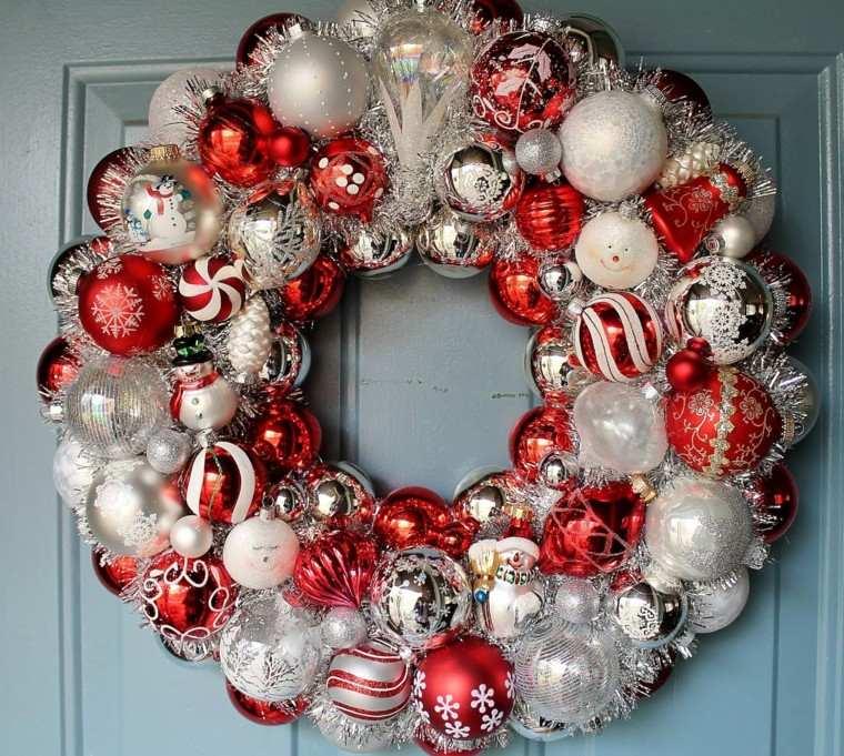corona esferas rojas plateadas navidad