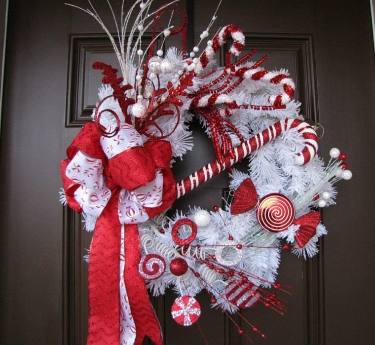 corona navidad blanca puerta roja