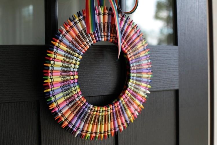 corona puerta oscuro colorido cristales