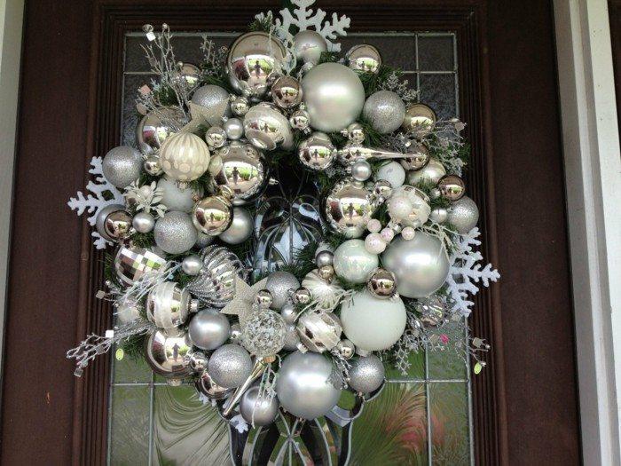 coronas puerta bolas navidad plateadas
