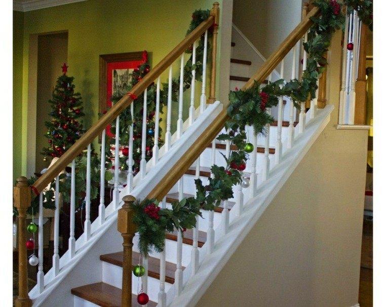 Ideas para decorar escaleras 75 propuestas para navidad - Cuadros para escaleras ...