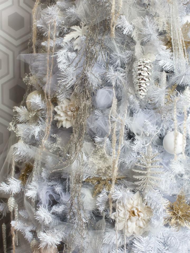 decoración arbol adornos blancos