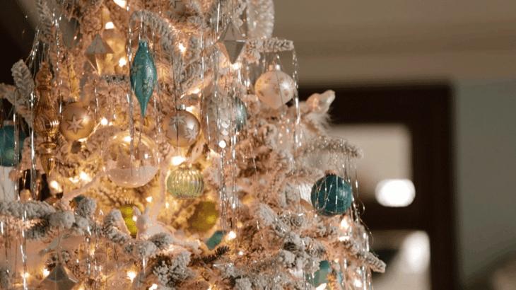 decoración árbol bolas azules
