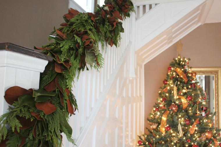decoración escaleras guirnalda magnolias