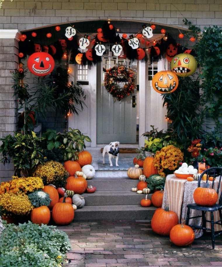 Puertas de entrada decoradas con colores de oto o - Decoracion mesa halloween ...