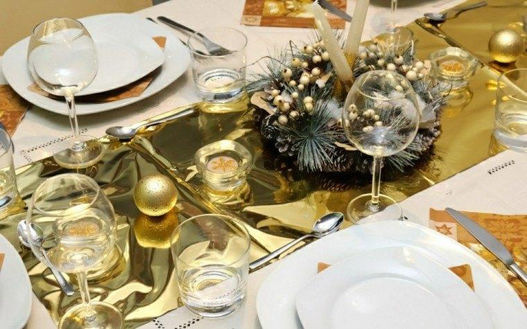 decoración mesa bandeja dorada