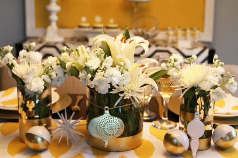 decoración mesa  flores blancas