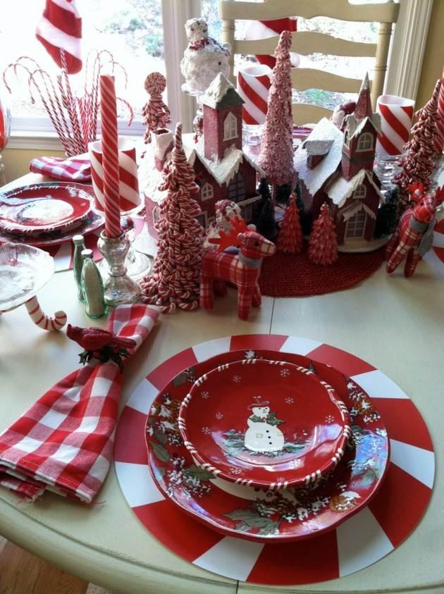 adornos navideños y vajillas