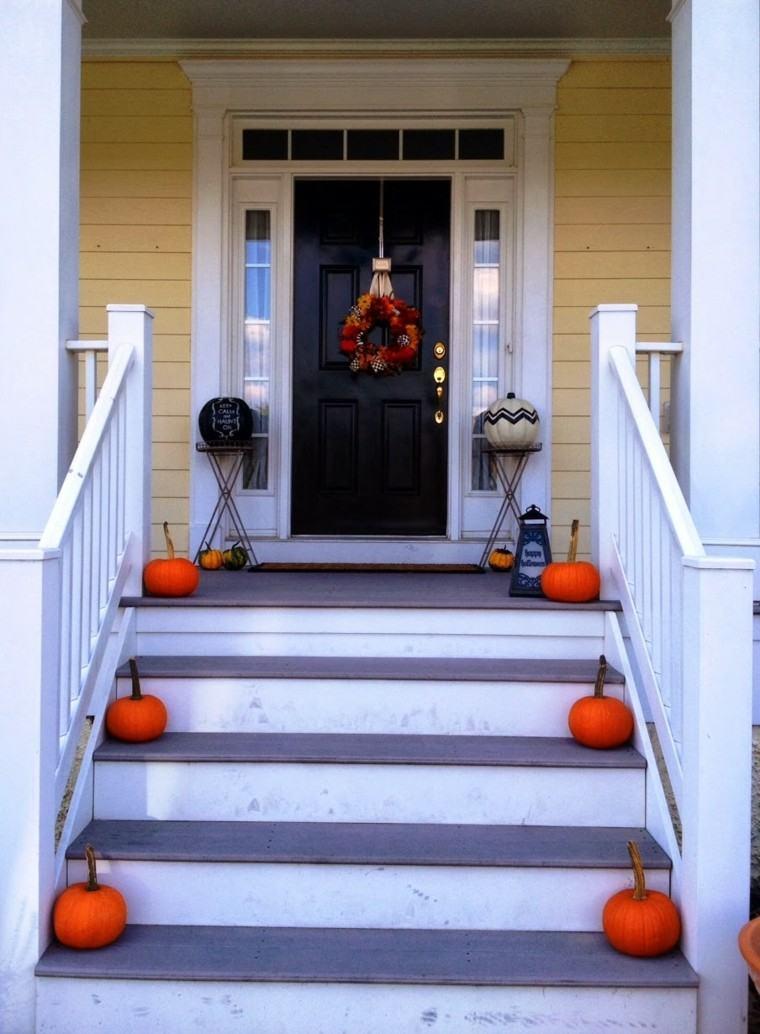 decoración otoño puerta entrada