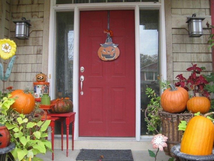 decoración puerta casa roja