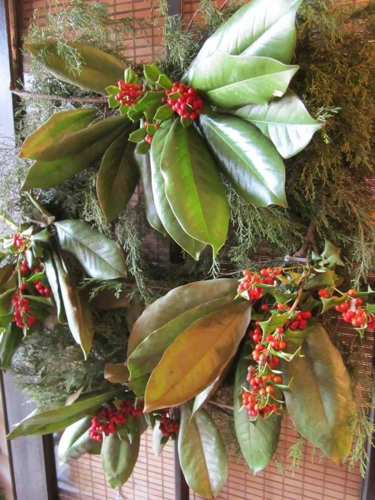 decoración puerta hojas muerdago
