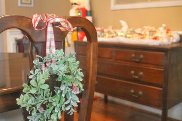 decoración silla lazo corona