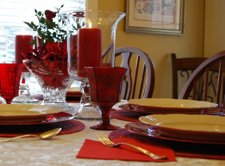 decoracion navideña simple platos rojos