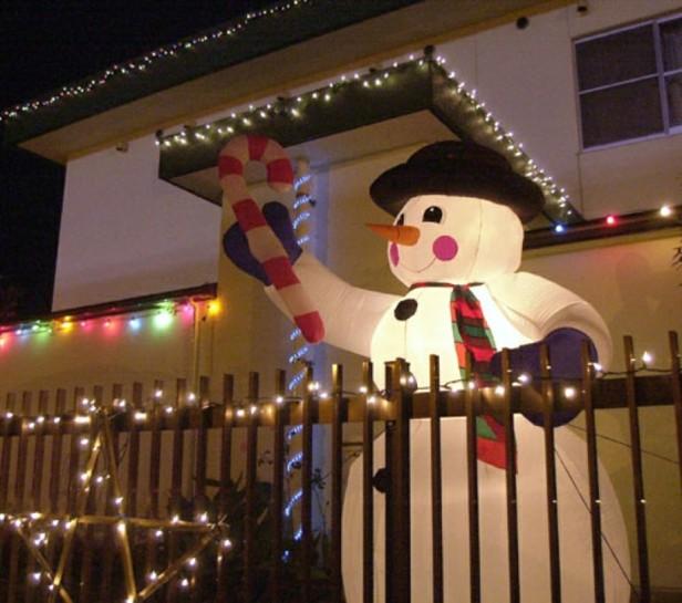 decoración terraza muñeco nieve