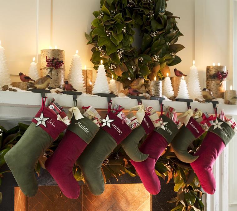 decoración calcetines rojos verdes