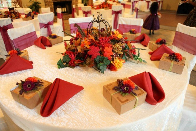 decoración mesa centro hojas secas