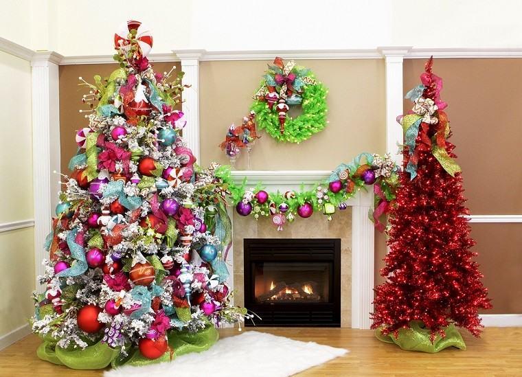 Resultado de imagen para arboles de navidad decorados de muchos colores