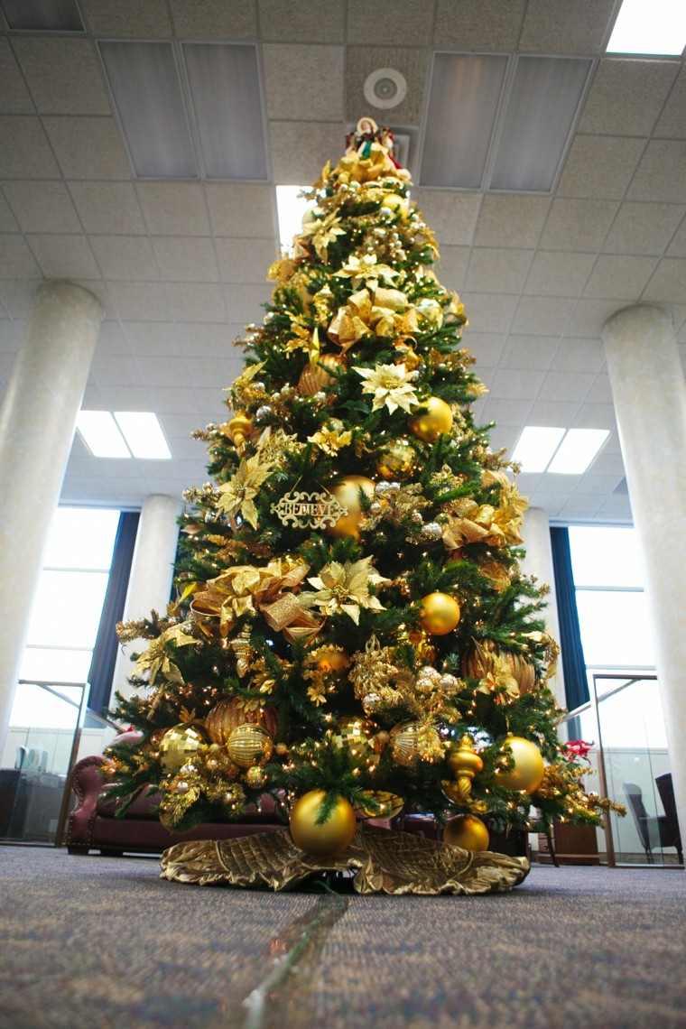 Decoracion De Navidad Brillante Con Adornos De Color Oro