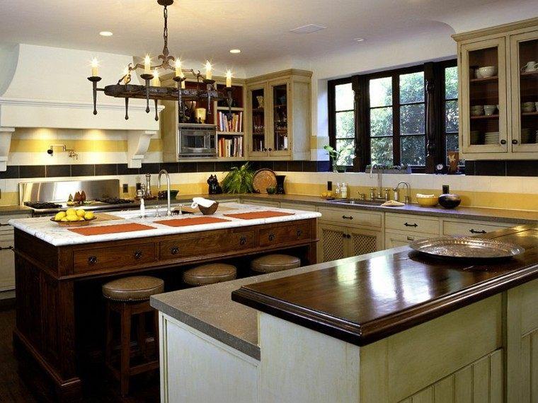 Decoracion de paredes rayas mosaico o acero en la cocina -