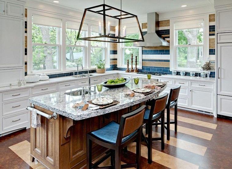 Decoracion de paredes rayas mosaico o acero en la cocina