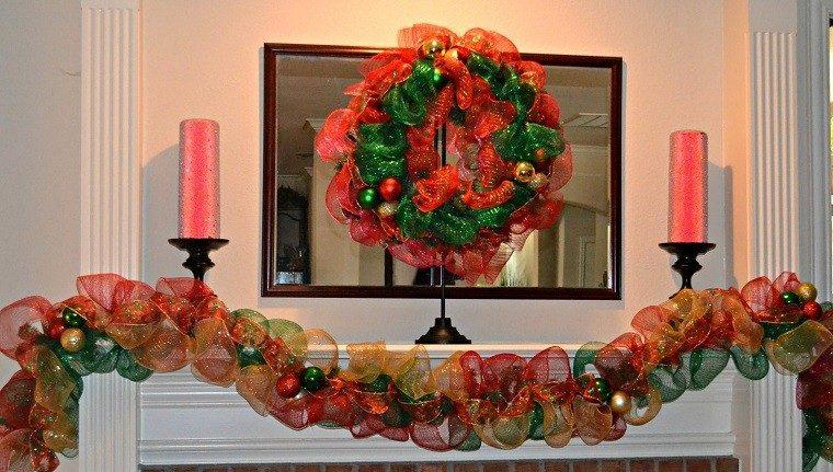 decoracion navidad colores vibrantes decorar casa chimenea guirnalda ideas