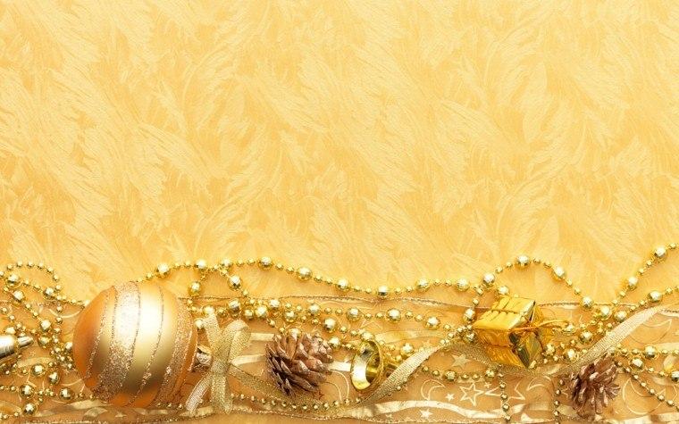 decoracion navidad brillante oro guirnaldas pinas bolas ideas