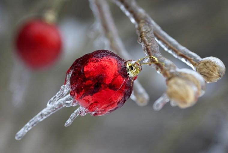 decoracion navidad hielo bola roja ideas