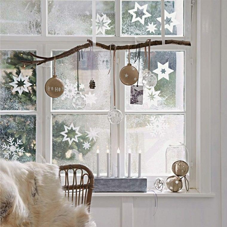 decoracion navideña ventana rama bolas originales ideas