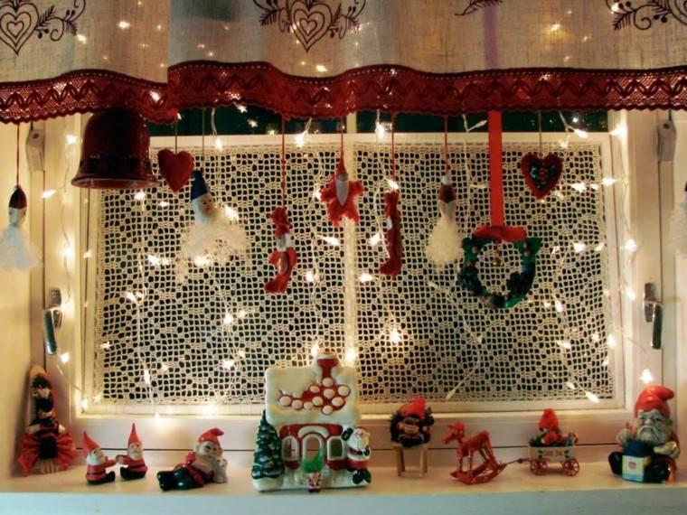 Decoracion navide a ventanas con adornos preciosos for Cortinas con luces