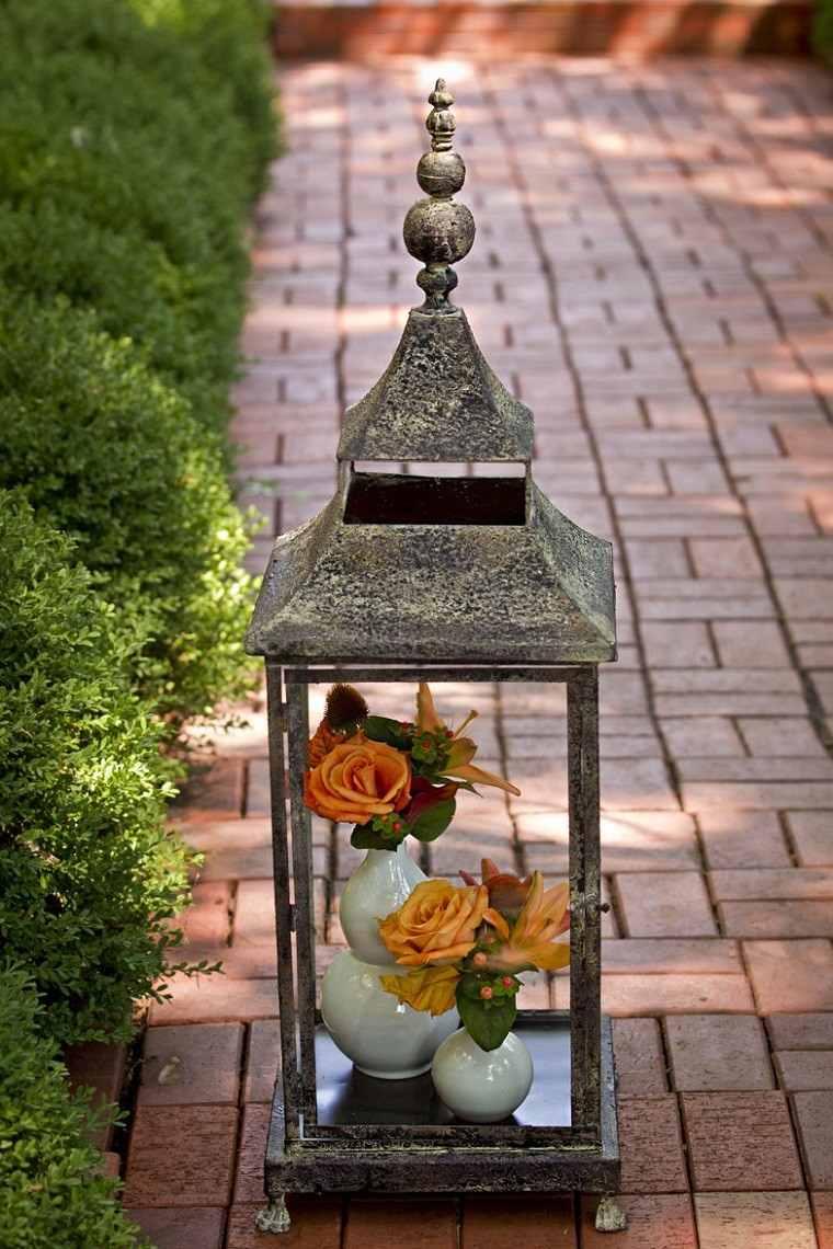 decoracion otoño farolas iluminacion jarrones blancos rosas ideas