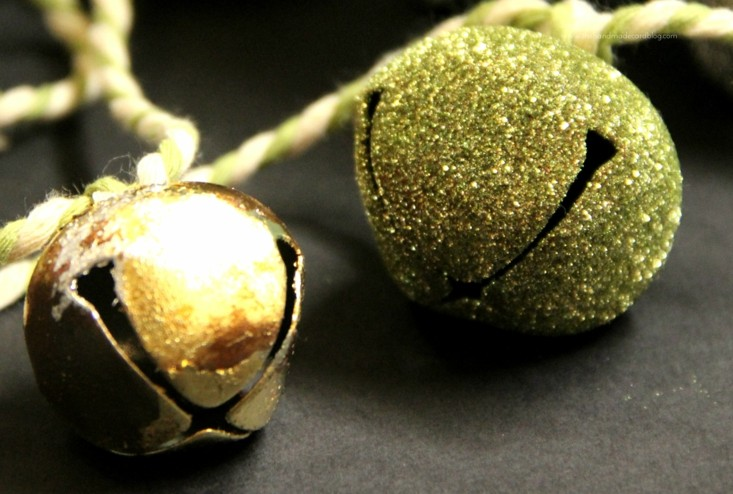 dos cascabeles navidad doradas