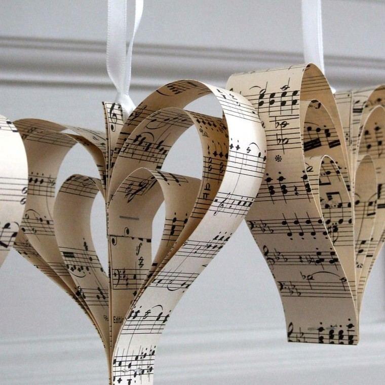 dos corazones colgantes papel partitura
