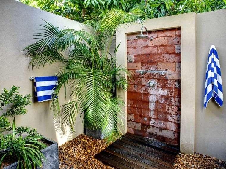 duchas relajacion patio colorido ladrillos
