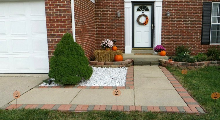 bonita decoración puerta blanca