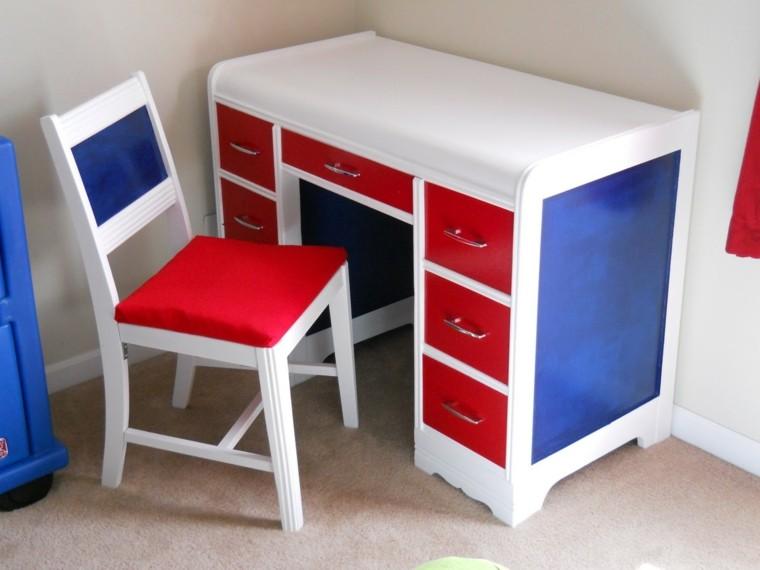 escritorio colores blanco azul rojo