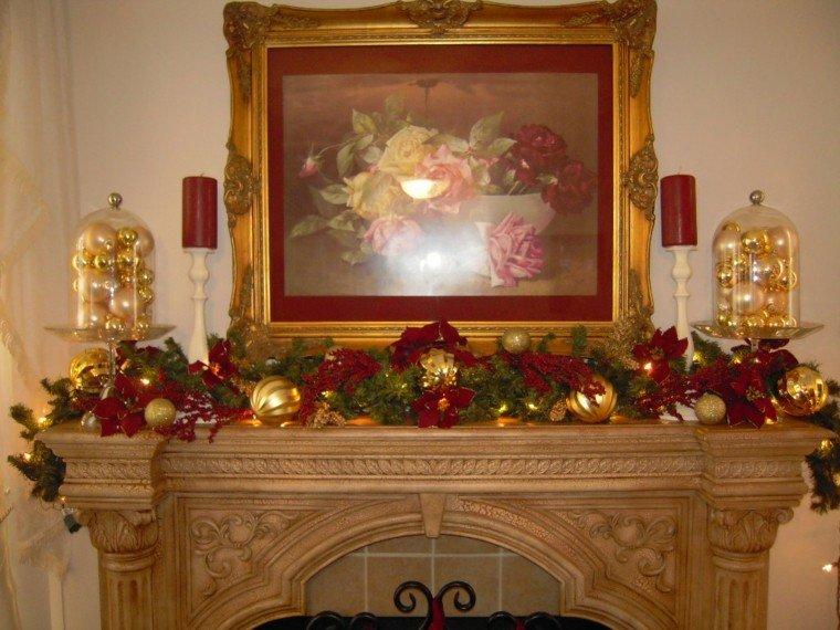 esferas doradas detalle decoracion chimenea