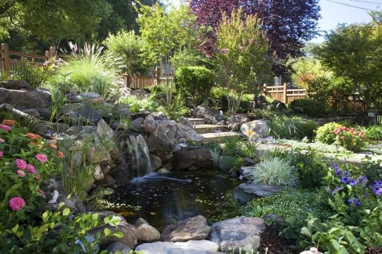 estanque bonito diseño fuente flores