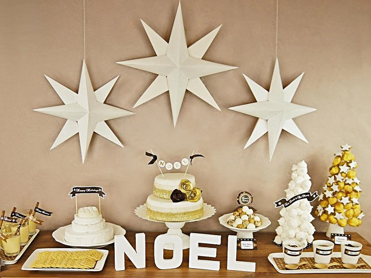 estrellas de navidad decorando casa colgando techo ideas