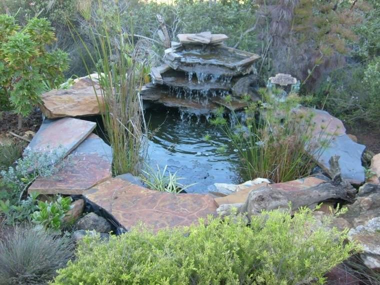 estupenda fuente agua cascada jardin