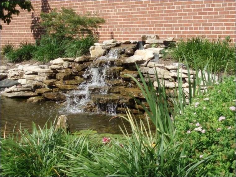 estupenda fuente catarata estanque jardin